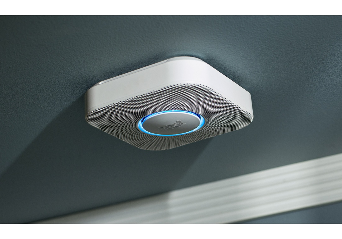 nest protect 2 me g n ration d tecteur de fum e et monoxyde de carbone piles 114. Black Bedroom Furniture Sets. Home Design Ideas